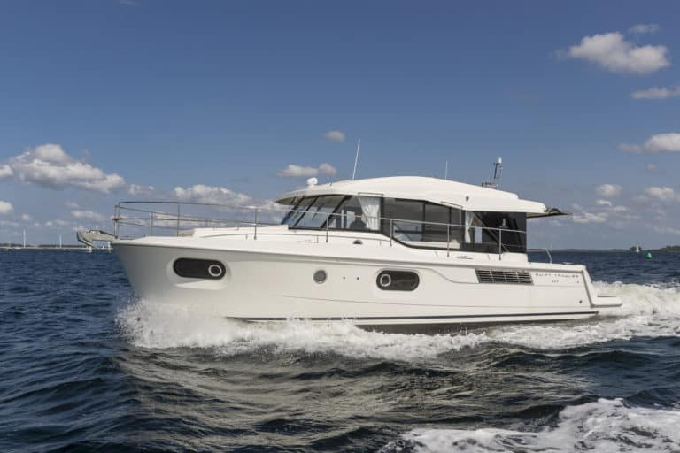 Swift Trawler 41 Sedan exterio